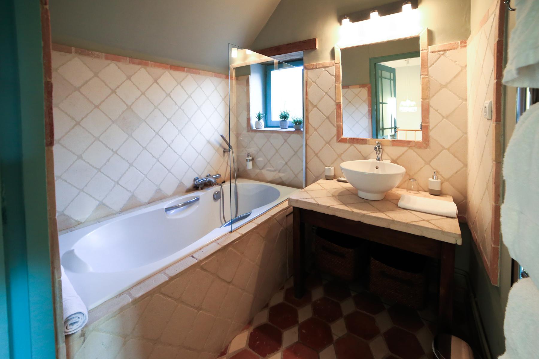 salledebain-baignoire-chambre-hotes-classe